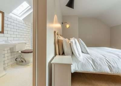 A smaller en-suite double at Market Square House